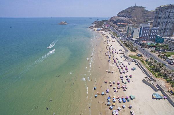 Hình ảnh cho thuê xe du lịch ngắm Vũng Tàu sau lệnh cấm ăn nhậu trên bãi biển