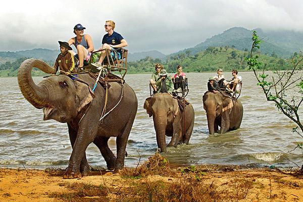 Hình ảnh cho thuê xe du lịch trốn nóng nơi Ban Mê hoang dã