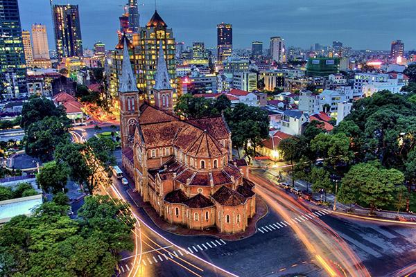 Hình ảnh cho thuê xe du lịch Sài Gòn khám phá thành phố bận rộn