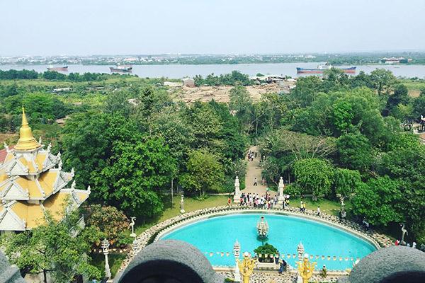Hình ảnh cho thuê xe du lịch thăm chùa Bửu Long độc và lạ