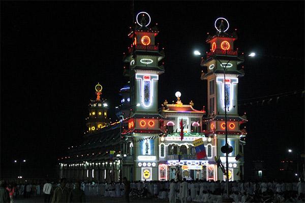 Hình ảnh cho thuê xe du lịch khám phá Tây Ninh mùa lễ hội