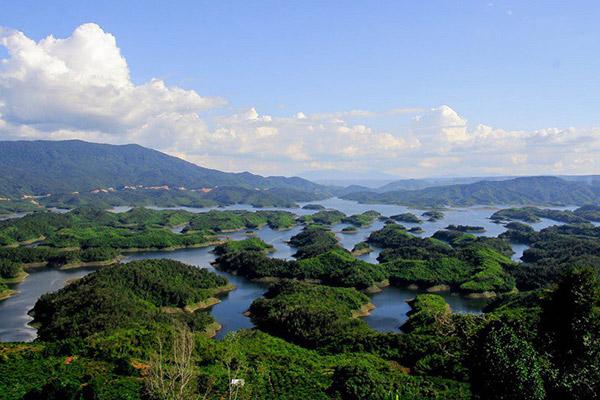 Hình ảnh cho thuê xe du lịch ngắm vịnh Hạ Long của Tây Nguyên