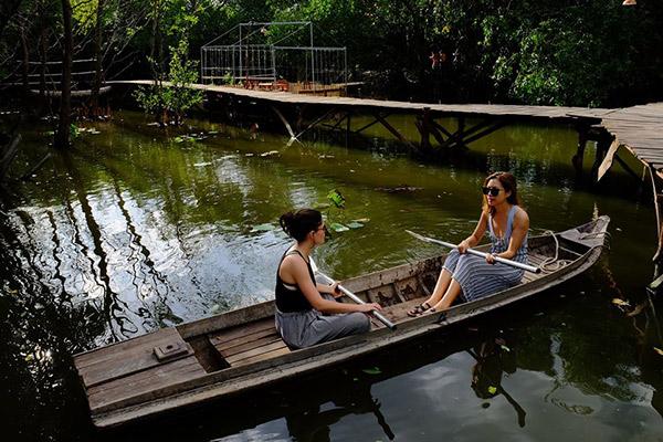 Hình ảnh cho thuê xe du lịch Sài Gòn khám phá cánh đồng hoa