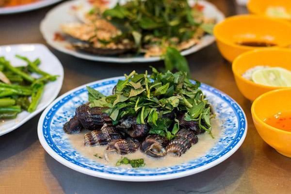 Hình ảnh cho thuê xe du lịch Sài Gòn vi vu ăn vặt