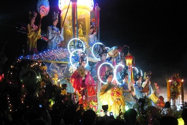 Hình ảnh cho thuê xe du lịch đi Tây Ninh xem Hội Yến Diêu Trì Cung