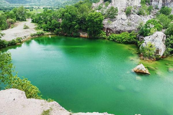 Núi và hồ Tà Pạ
