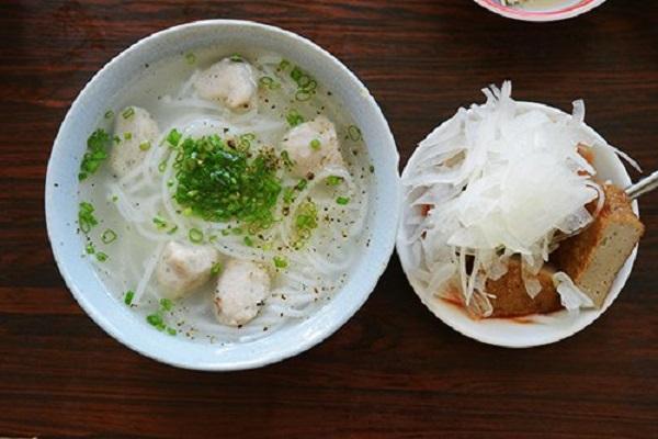Thưởng thức bánh canh Nha Trang