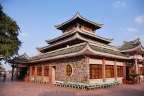 Cho thuê xe du lịch đi chùa Bà Châu Đốc