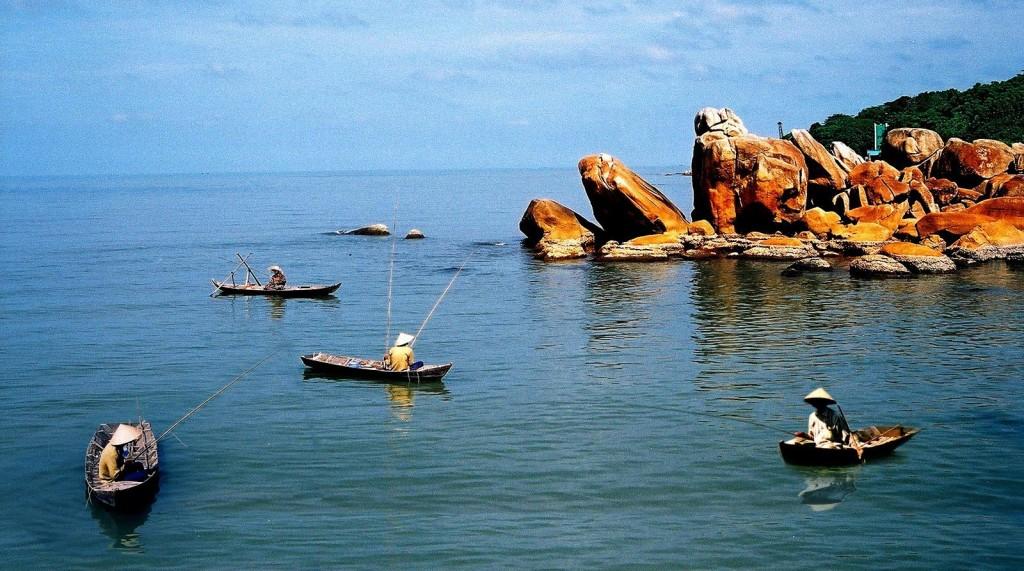 Câu cá ở Hòn Đá Bạc là một trải nghiệm thú vị